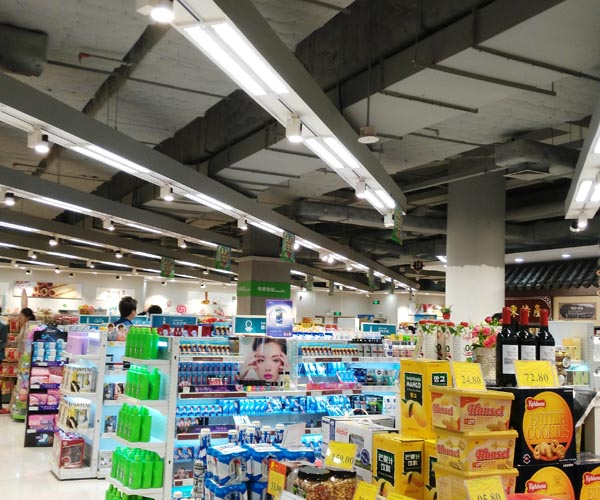 led tracklights and tube lights used in supermarket